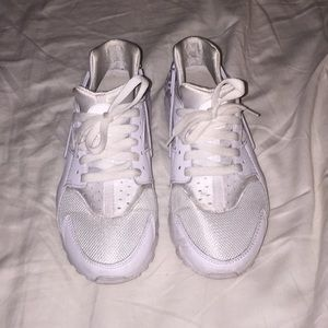 Nike huaraches size 6Y